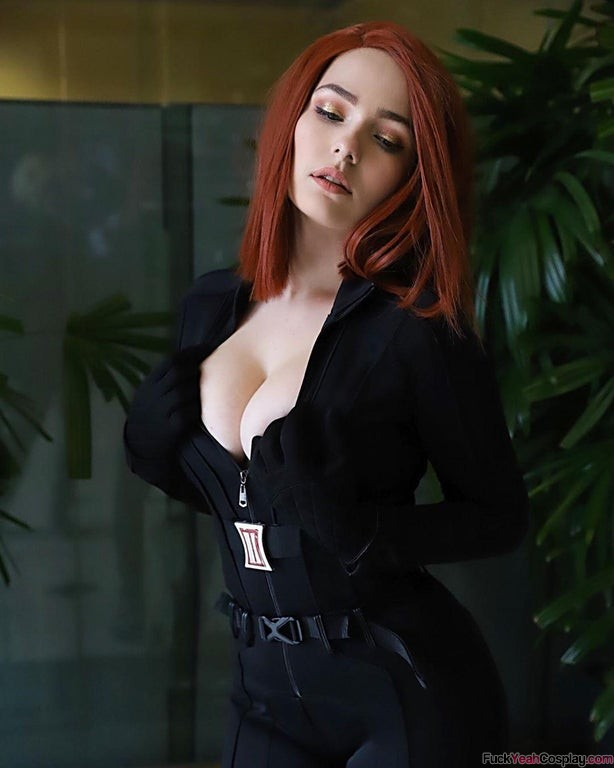 Black-Widow-By-OMGcosplay