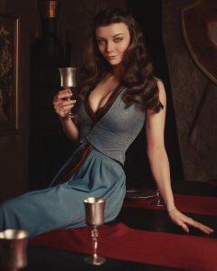 Margaery-Tyrell-Cosplay-Game-of-Thrones-by-Xenia-Shelkovskaya