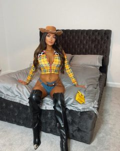 Sheriff-Woody-Cosplay-by-Amber-Phillips