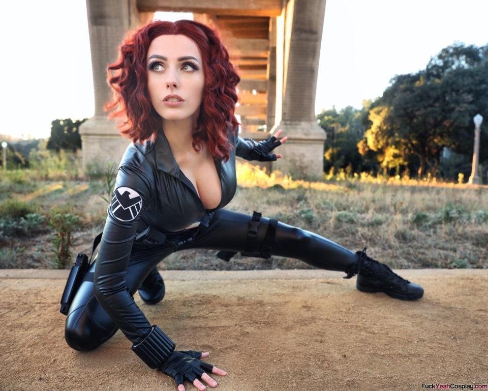 hot-Black-Widow-cosplay-by-Rolyat