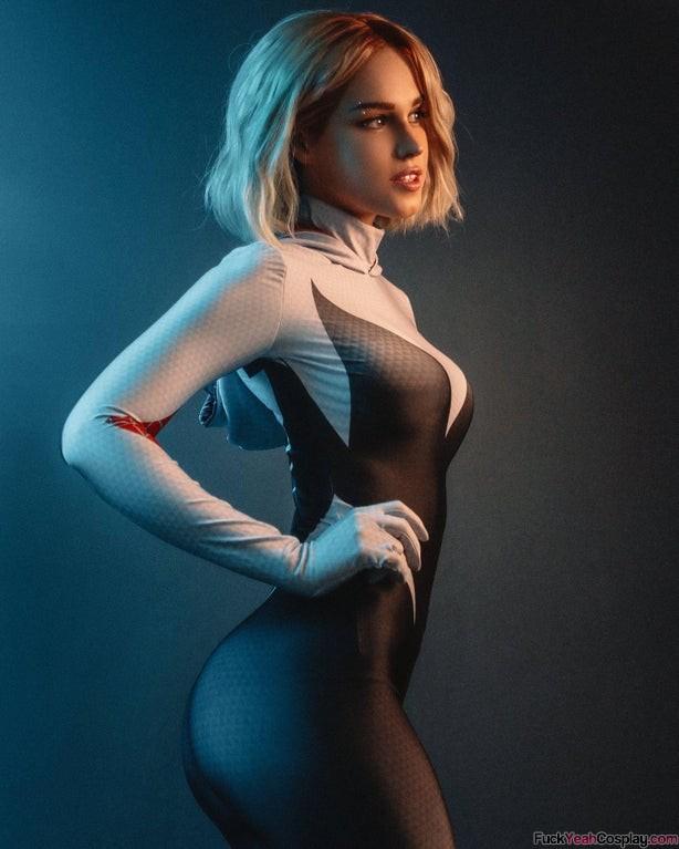 hot-Spider-Gwen-cosplay-by-Shirgane-sama