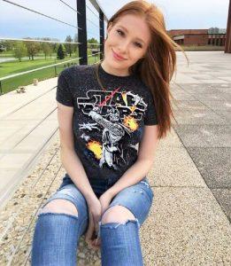 hot-redhead-star-wars-fan-babe