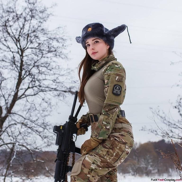 russina-soldier-babe-cosplay-Elena-Deligioz