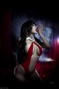 sexy-vampirella-cosplay-by-milliganvick